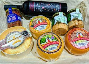 Cesta para regalar queso y productos de Cantabria.