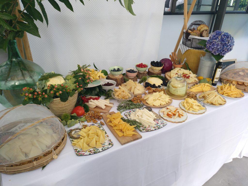 Mesa de quesos en una boda celebrada en La Huerta de Cubas.