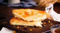 Receta de empanada de queso y aceitunas.